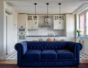 дизайн-кухни-с-диваном-36