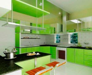 кухня больших размеров с салатовой мебелью