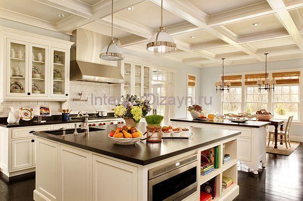 большая светлая кухня фото
