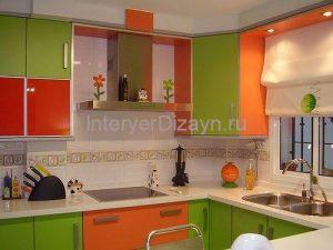трех цветные кухни