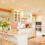 Интерьер кухни в светлых тонах – основные приемы декорирования