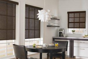 Рулонные шторы в интерьере кухни: разновидности, преимущества