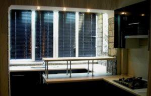 кухня с балконом соединенные барной стойкой
