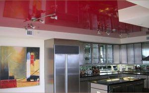 двухярусный потолок кухни студии