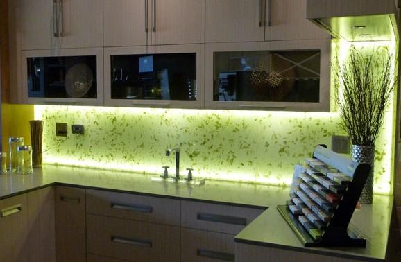 фартук на кухне стеклянный фото