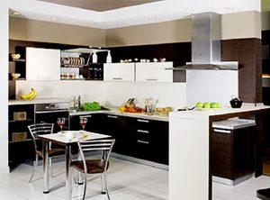 сочетание кухни венге со светлым интерьером
