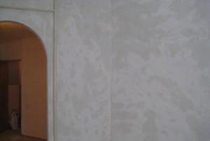шпаклеванные стены