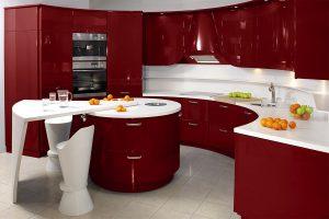 бордовый цвет в кухне в сочетании с белым