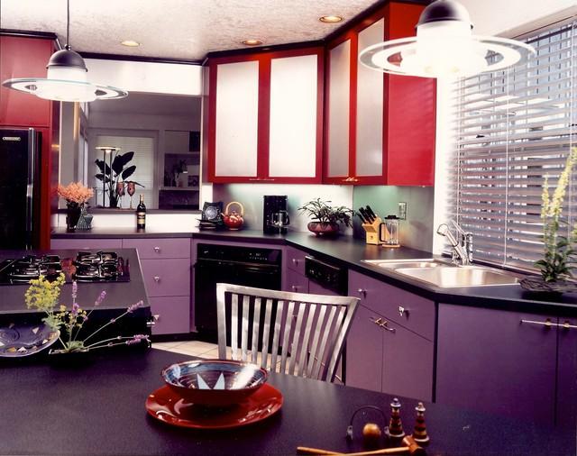 лилово красная кухня
