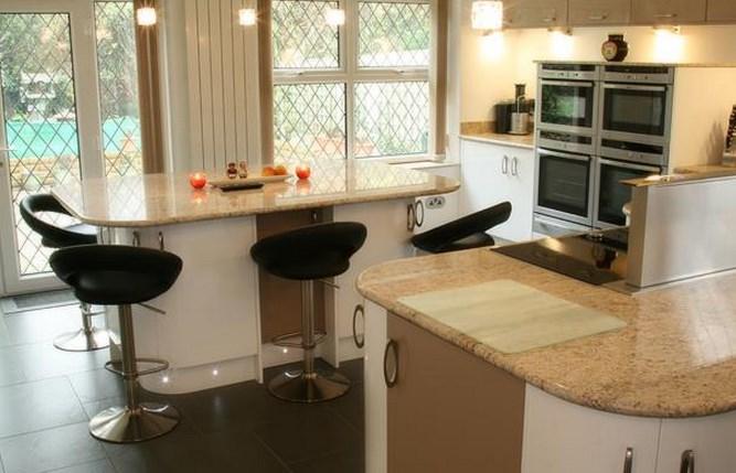 Барный стол для кухни в интерьере.
