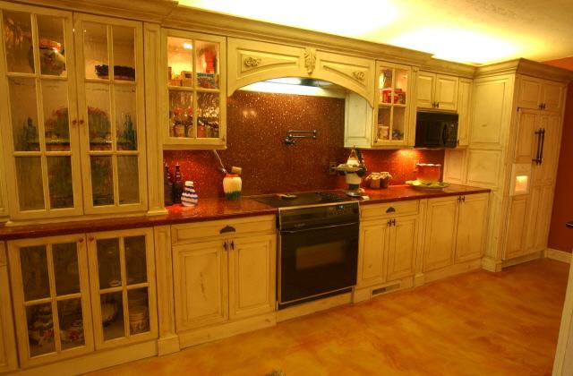 Освещение кухни в европейском стиле
