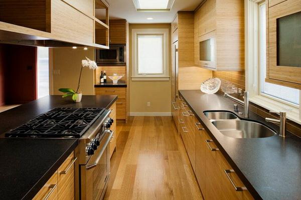 Если в доме длинная узкая кухня