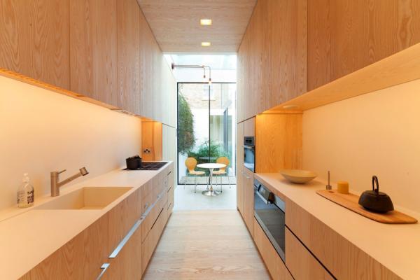 Организация пространства на длинной узкой кухне