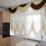 Ламбрекены для кухни — красивое оформление кухонных штор