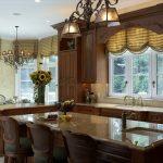 Как красиво оформить кухонное окно – современные варианты