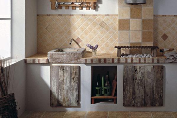 Узоры на кухонном фартуке с использованием плитки