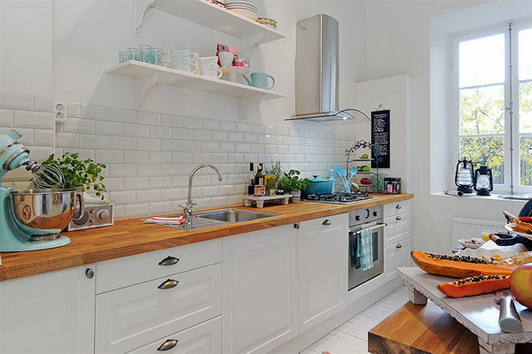 Пустая стена не для маленькой кухни