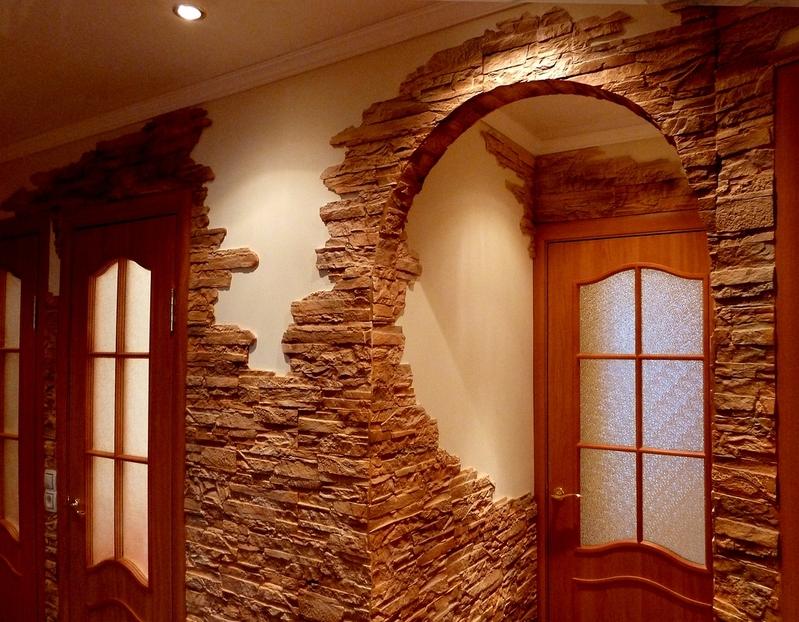 Классическая арка с дверьми в комнату