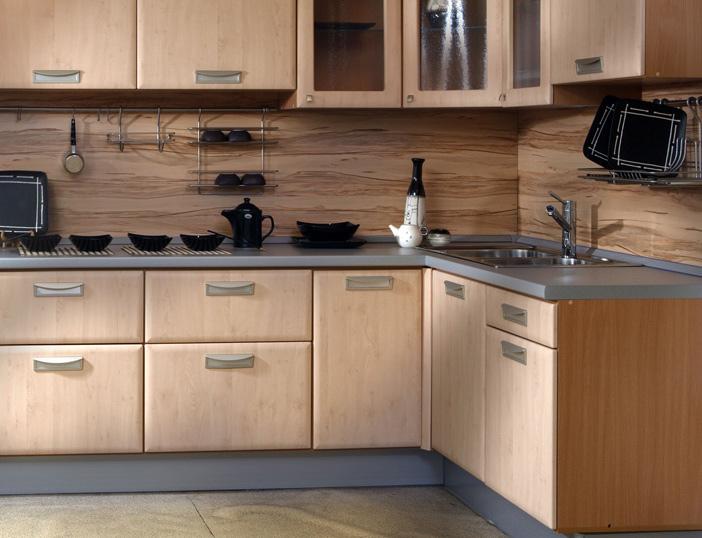 Стены кухни отделанные пластиковыми панелями
