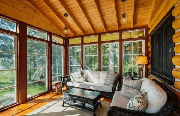 Современный деревянный коттедж – тепло и комфорт