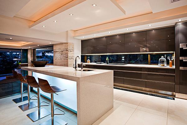 Мебель для большой кухни – стремление к уюту