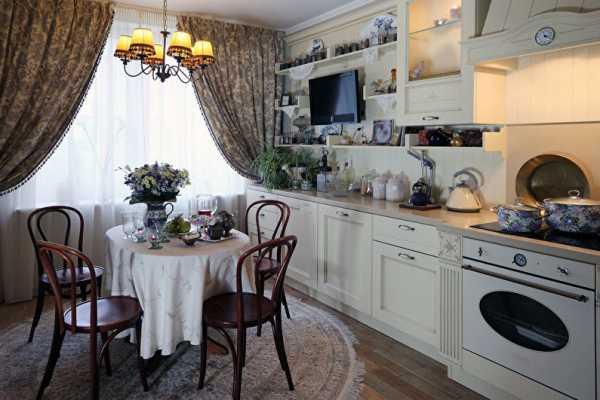 Романтичный и роскошный французский стиль в интерьере кухни