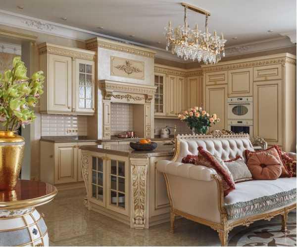Кухня с диваном в классическом стиле