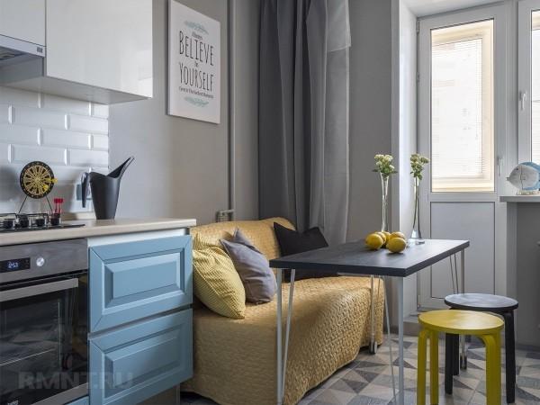 Небольшой диван на кухне