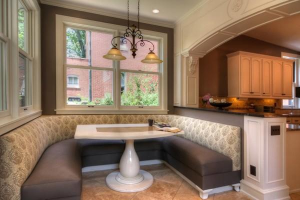 П-образный диван на кухне