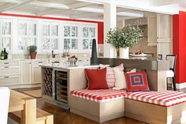 Кухня с диваном в стиле кантри
