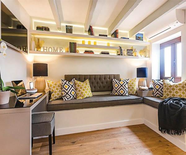 Большие диваны на кухне в этническом стиле