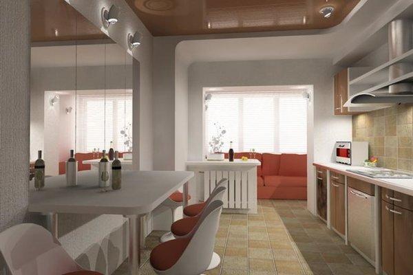 Кухня, совмещенная с балконом. Диван на балконе